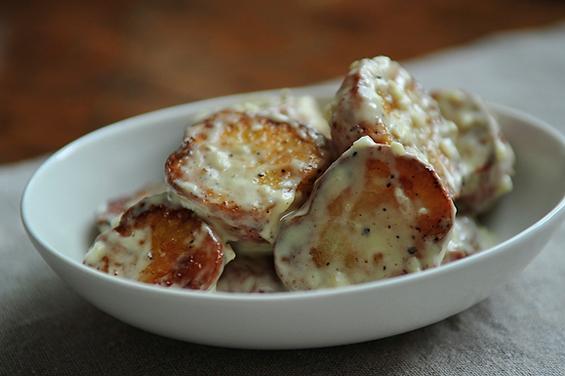 Шпанска компир салата со крем сос