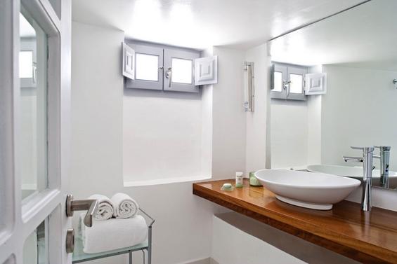 (16) Божествен софистициран хотел на прекрасниот остров Санторини