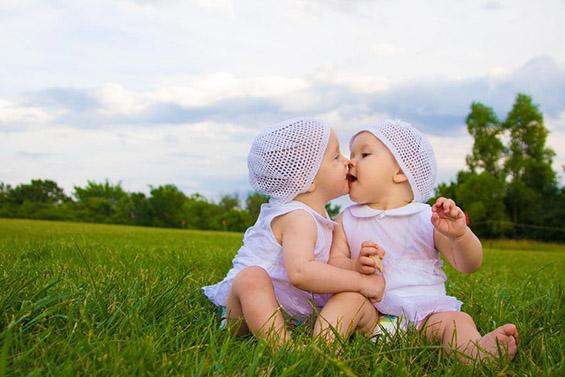 Најслатките бебиња-близначиња на интернет