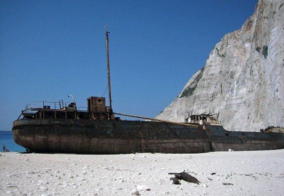 Плажата на бродоломот