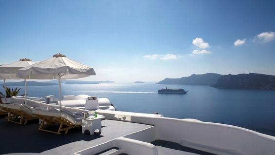 Божествен софистициран хотел на прекрасниот остров Санторини