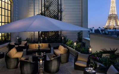Кралски хотел со поглед кон Ајфеловата кула