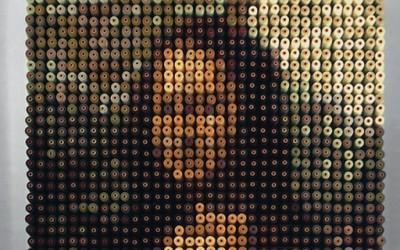 Мона Лиза направен од 2.156 макари во разни бои