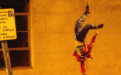 Улична уметност која станува комплетна само навечер