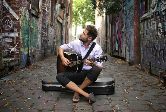 Музички стихови: Кога ќе ја пуштиш да си замине – Песинџер (Let Her Go – Passenger)