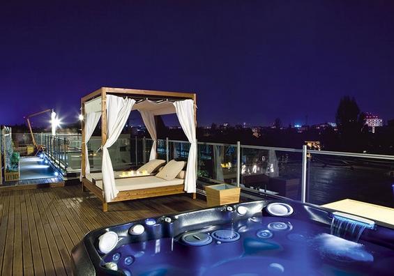 Модерни лежалки и кревети за удобно уживање во вашиот двор