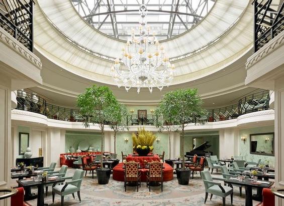 (14) kralski hotel so pogled kon ajfelovata kula-www.kafepauza.mk