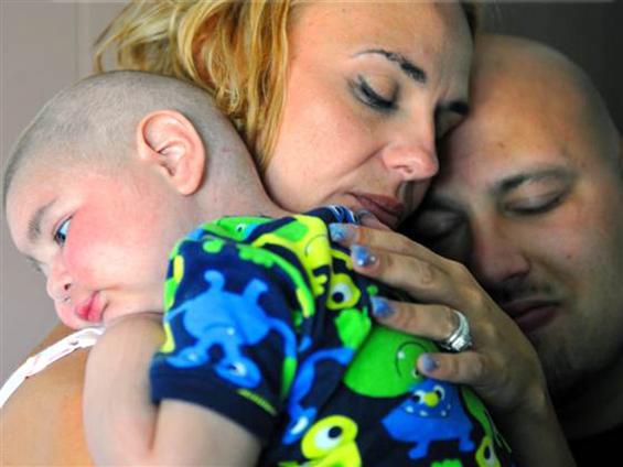 Тажна случка: Смртно болно двегодишно дете – кум на свадбата на неговите родители
