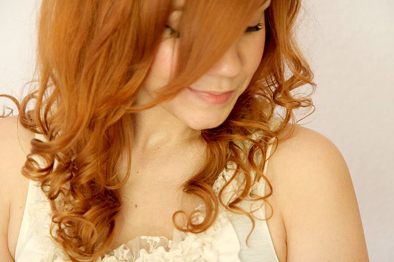 Како да си ја навиткате косата со крпчиња?