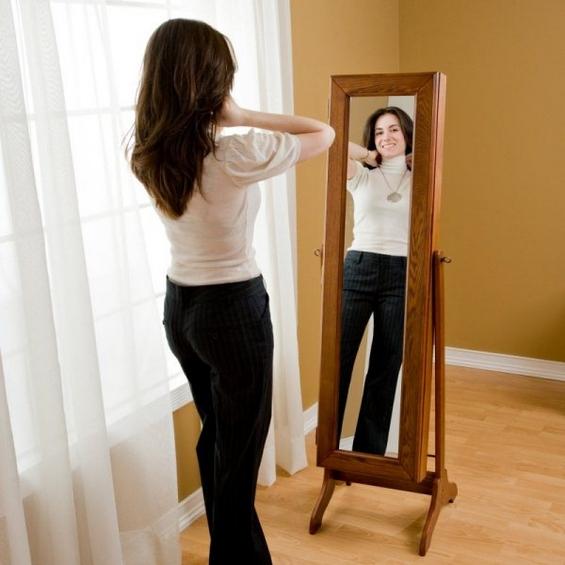 Огледало кое го чува вашиот накит
