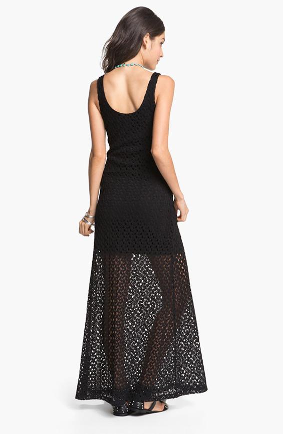 Како да носите црно во лето, а да не изгледате депресивно?