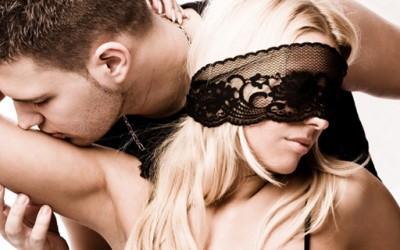 """Жешки секс совети од """"50 нијанси сиво"""""""
