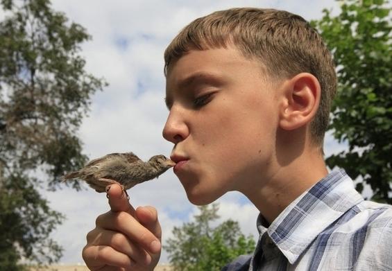 (1) Smeshni i slatki fotografii od 12-godishno momche so negovoto vrapche-www.kafepauza.mk
