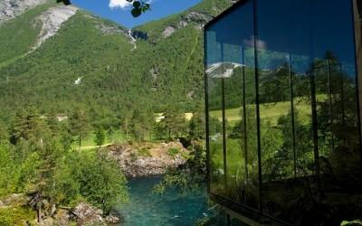 Неверојатен хотел со поглед кон прекрасни пејсажи