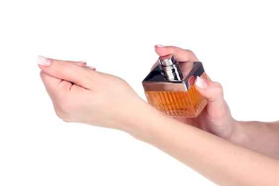 Како парфемот подолго да се задржи на вашата кожа?