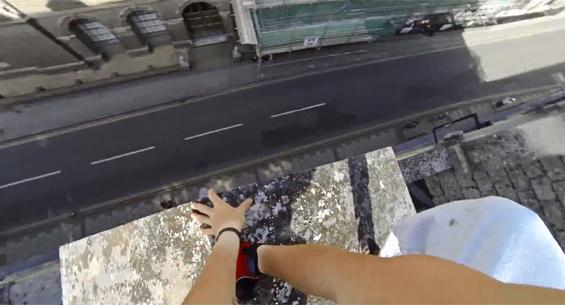 Видео од кое ќе ви се пресечат нозете: адреналински паркур во прво лице