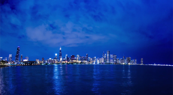 Живописниот град Чикаго во ноќта