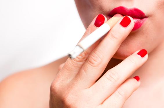 Зошто цигарите се главен непријател на вашата убавина?