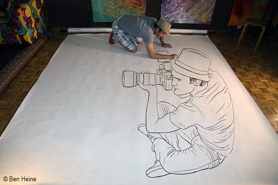 """Артист кој успева да """"влезе"""" во своите цртежи"""