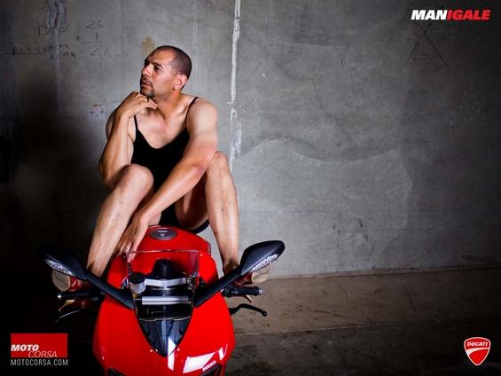 Фотосесија со мажи против стереотипно прикажување на жените како објекти