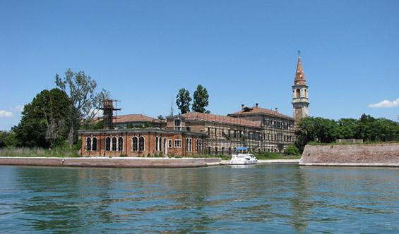 (3) Забранетиот проколнат остров Повеља во Италија