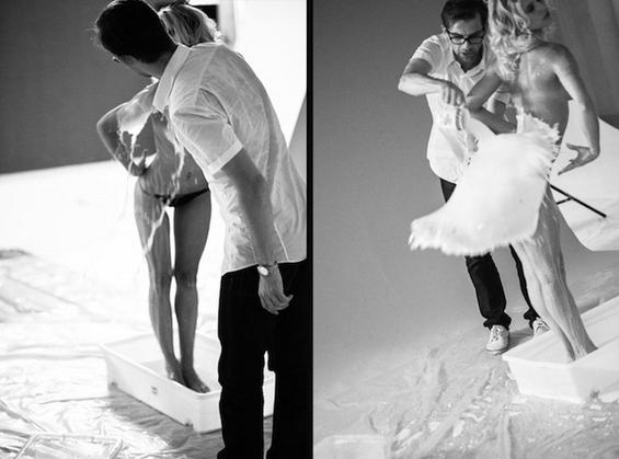 Модерни пин-ап убавици позираат во фустани од млеко