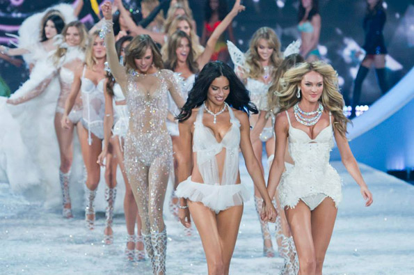 "Како изгледаше вчерашното шоу на ""Victoria's Secret"""