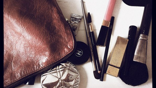 Како најпрактично да ја спакувате козметиката за викенд-патување?