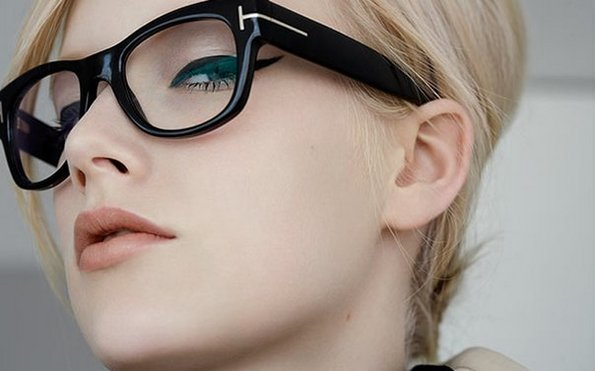 7 одлични совети како да изгледате секси со очила