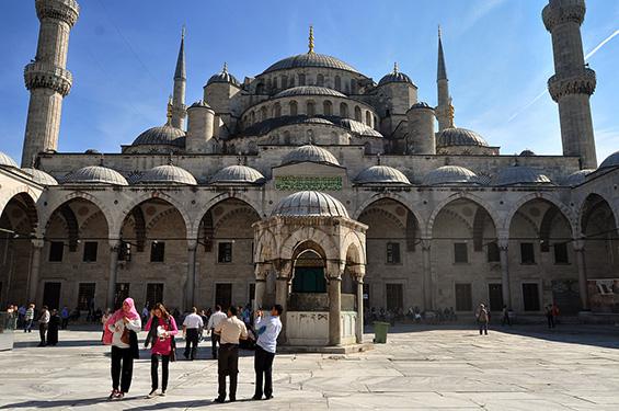 Прошетка низ шармантниот Истанбул