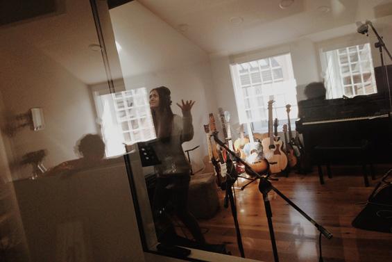 Тринаесетгодишно девојче кое ќе ве воодушеви со нејзиниот глас