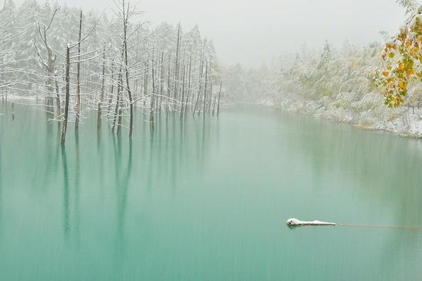 Волшебното Сино Езеро во Јапонија кое станува и зелено