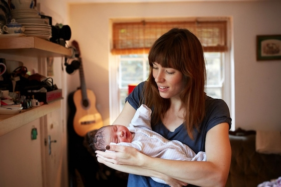 Штотуку родени бебиња во прегратките на нивите мајки