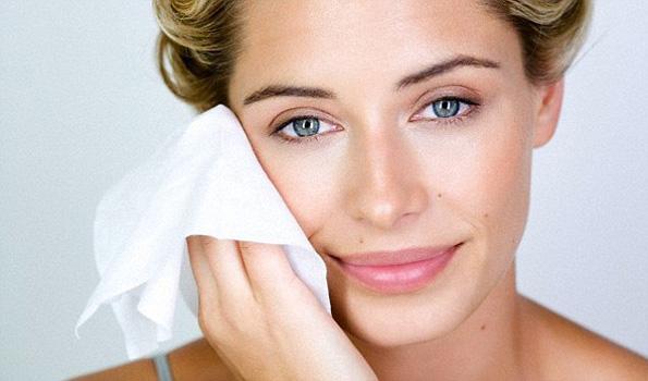 Дали треба да користите марамчиња за отстранување на шминка?