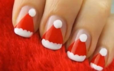 Новогодишен маникир инспириран од капата на Дедо Мраз