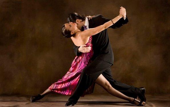 За танго се потребни двајца