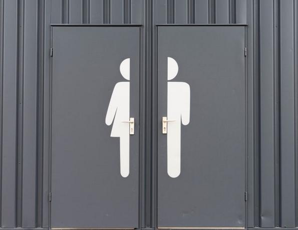 Зошто жените одат заедно во тоалет?