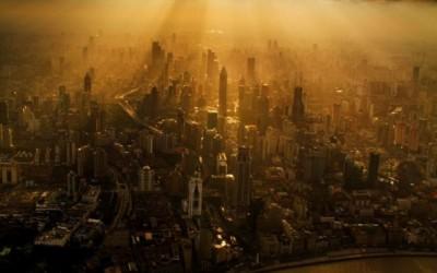 Кранист прави одлични фотографии од Шангај од огромна височина