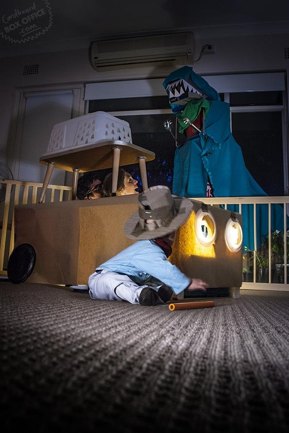 Родители и мало бебенце рекреираат сцени од култни филмови