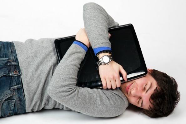 12 знаци дека поминувате премногу време на интернет