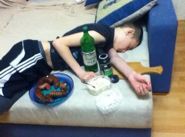 Еве зошто не смееш да заспиеш на забава