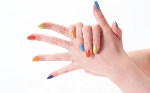 Најпопуларни бои на лакови за нокти за пролет 2014
