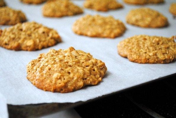 Брзи колачиња со банани, овес и путер од кикирики