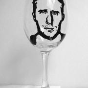 Неговиот лик испринтан на чаша...