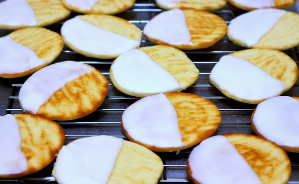 Вкусни црно-бели колачиња