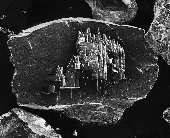 Неверојатни замоци нацртани на зрно песок
