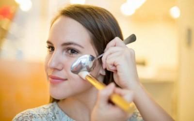 13 трикови за убавина кои може да ги направите со помош на лажица