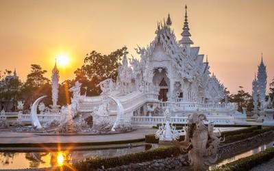 Белиот храм во Тајланд кој изгледа како да дошол од рајот
