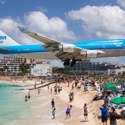 Екстремно слетување на авиони на плажата Махо во Свети Мартин (1)