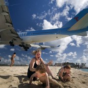 Екстремно слетување на авиони на плажата Махо во Свети Мартин (2)